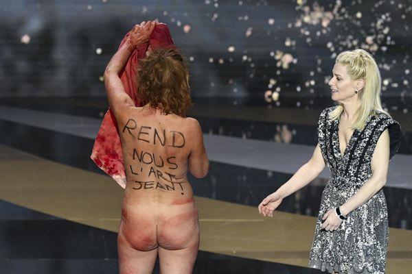 """""""Maintenant, on est comme ça, tout nus"""", a clamé Corinne Masiero."""