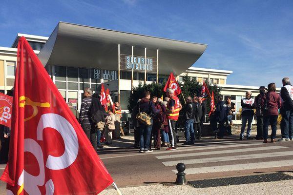 A Aurillac ( Cantal) des retraités sont descendus dans la rue le 30 mars 2017 pour interpeller les candidats à l'élection présidentielle.