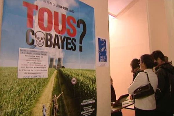 """La projection de """"Tous cobayes"""" a fait salle comble hier soir à l'amphi Daure de l'Université de Caen"""