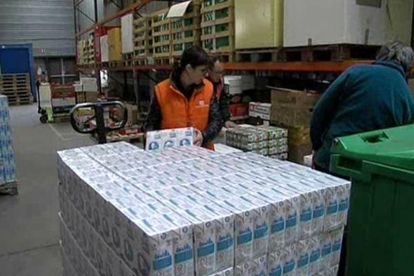 La Banque alimentaire de l'Isère fournit 74 associations en lait, et en produits de nécessité.