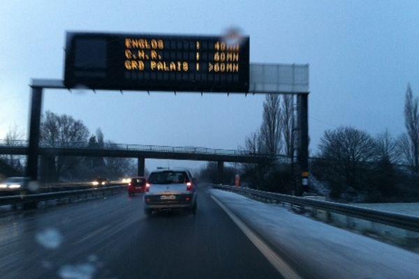 Neige et bouchons sur l'A25, ce vendredi matin.