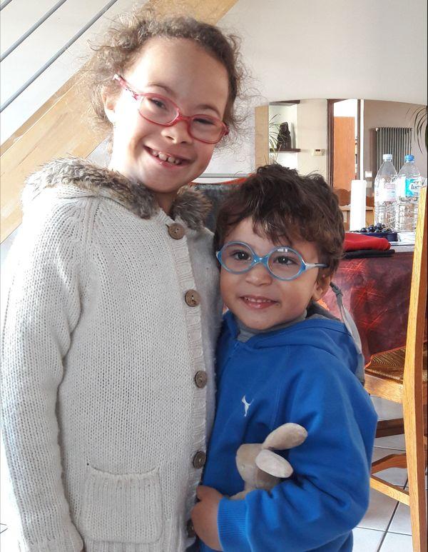 Maëva et son petit frère Matis