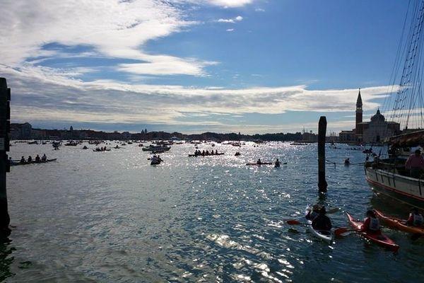 Le départ de la Vogalonga 2015 à Venise