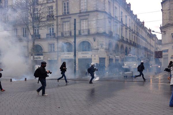 La manifestation tourne à l'émeute dans le centre-ville de Nantes