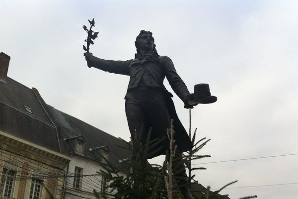 La statue en bronze de Camille Desmoulins à Guise