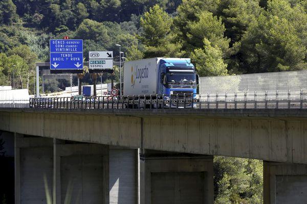Sur l'autoroute A8, le trafic de poids-lourds est toujours chargé autour de Nice.