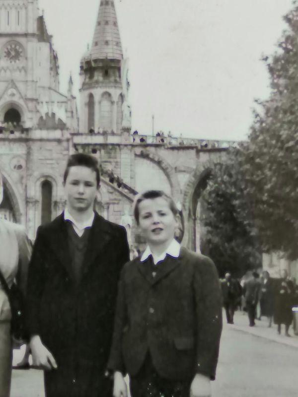 Bernard Decanter avec son frère en 1958.