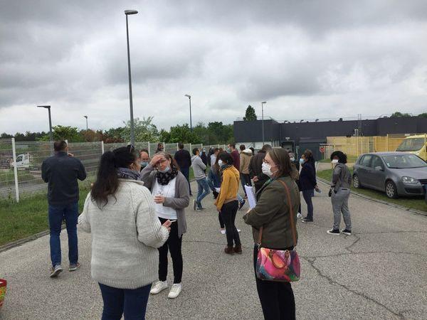 Une treintaine de salariés étaient réunis ce matin, pour protester contre la liquidation de leur entreprise.