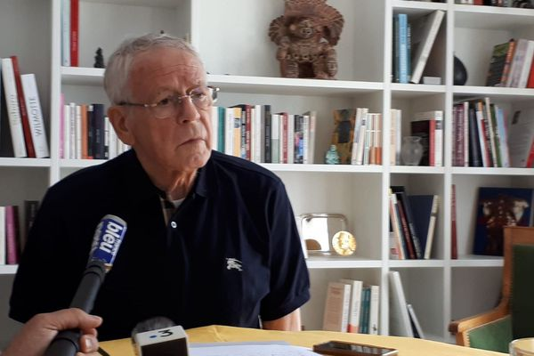 Gilbert Meyer en conférence de presse chez lui