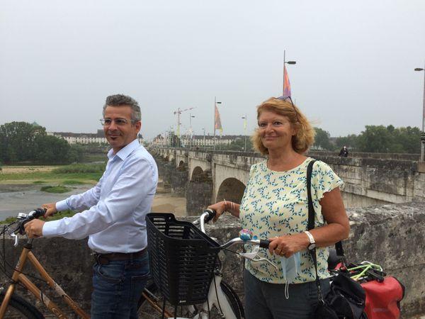 Emmanuel Denis, maire de Tours, et son adjointe Armelle Gallot-Lavallée, lors de la fermeture du Pont Wilson aux voitures, août 2020