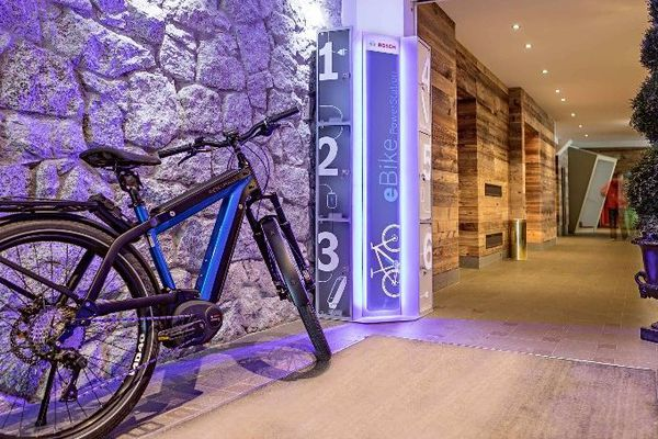Une station de recharge de vélos électriques