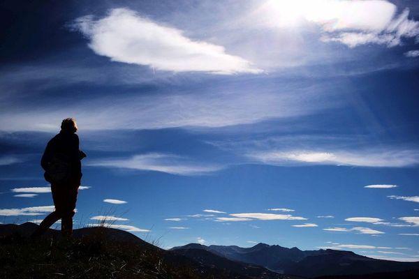 Cinq idées de randonnées en Auvergne pour vos vacances dans le Puy-de-Dôme, l'Allier, la Haute-Loire et le Cantal.