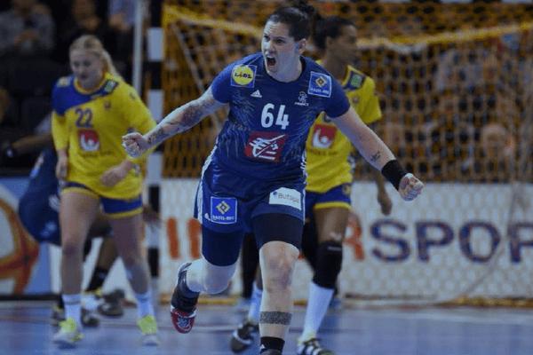Alexandra Lacrabère, championne du monde 2017, rejoint le club pour deux ans.