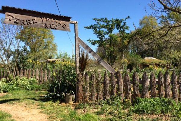 L'entrée de la propriété où Pascal Depienne pratique la permaculture à Champagné-Saint-Hilaire dans la Vienne