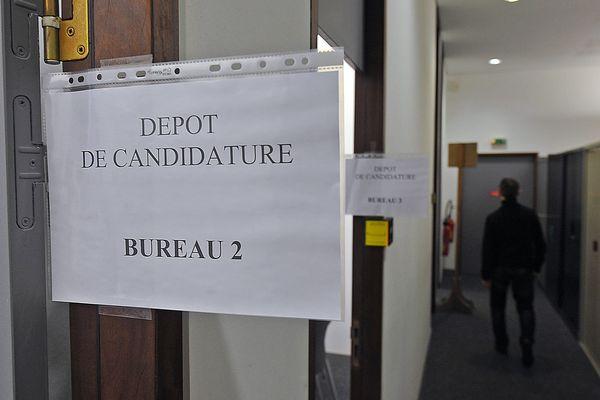 Bureau de dépôt des candidatures à la préfecture du Nord.