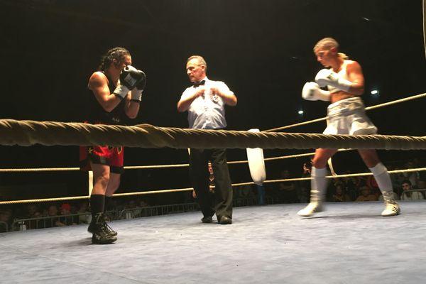 Amira Hamzaoui (en blanc) face à son adversaire serbe le 27 octobre