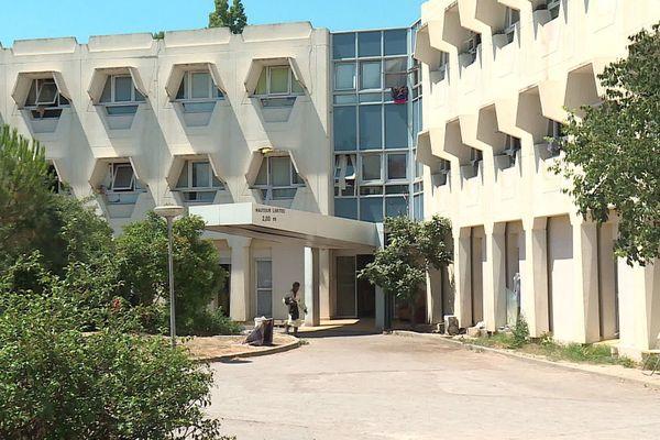 Le bâtiment où logent et vivent jusqu'à 140 personnes depuis plus d'un an, dans le quartier d'Euromédecine à Montpellier.