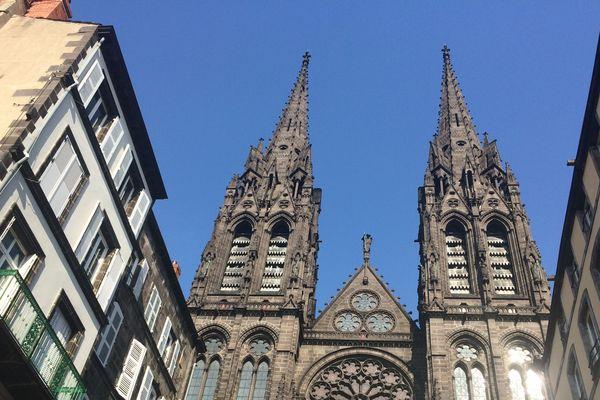 Les fidèles de la cathédrale de Clermont-Ferrand devront attendre Pentecôte pour assister à la messe dominicale.