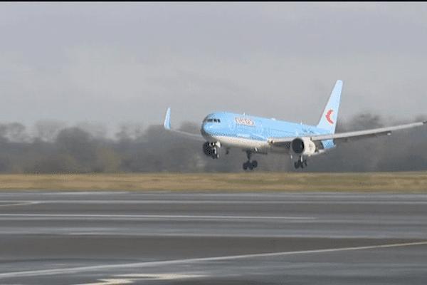 L'imaga est rare: un boeing 767 s'est posé ce samedi à Deauville