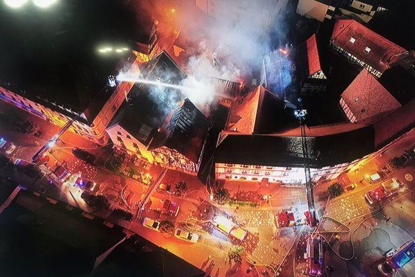 L'incendie au centre-ville de Wissembourg (Bas-Rhin) dans la nuit de jeudi à vendredi 9 août.