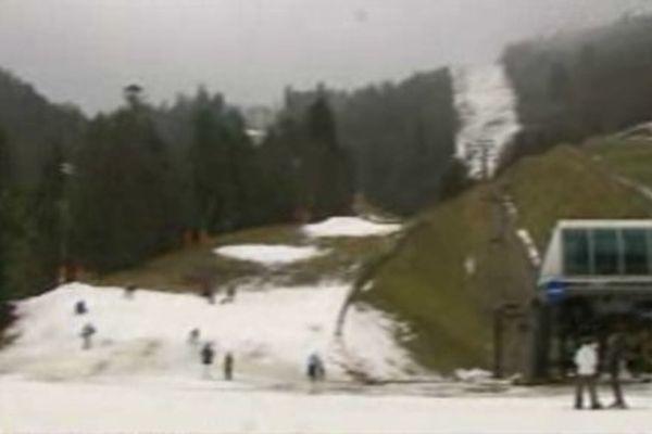 Malgré le climat peu favorable, les skieurs répondaient présents dimanche à La Bresse.