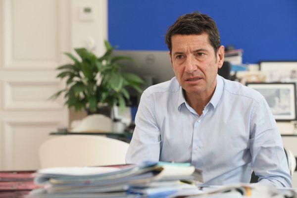 Le maire (LR) de Cannes David Lisnard, à son bureau en janvier 2021.