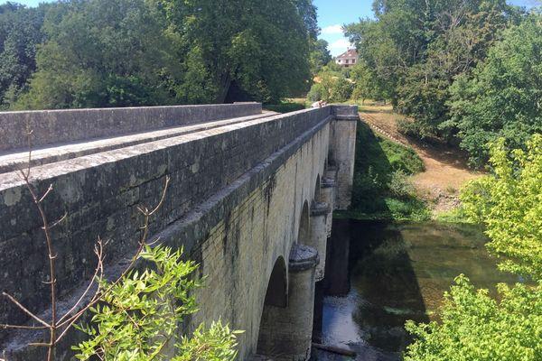 Le pont canal de Châtillon sur Cher, une construction toujours intacte
