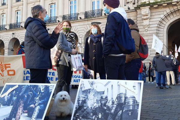 """Plusieurs milliers de manifestants lors du rassemblement contre la loi de """"sécurité globale"""" à Rennes ce 28/11/2020"""