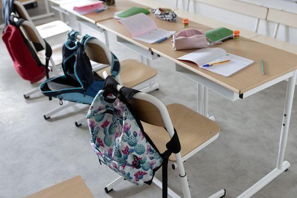 Des salles de classe vides en raison de la pandémie. Photo d'illustration
