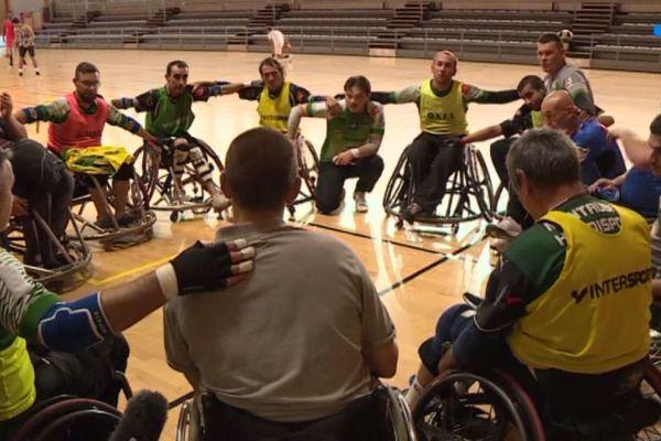 Les Pandas de Montauban ont repris l'entraînement : en fauteuil roulant aussi, le rugby à XIII est un sport collectif exigeant.