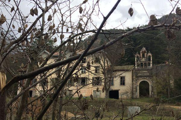 Une ancienne malterie en Haute-Loire : un lieu idéal pour pratiquer l'Urbex ou exploration urbaine, la visite en images de friches industrielles.
