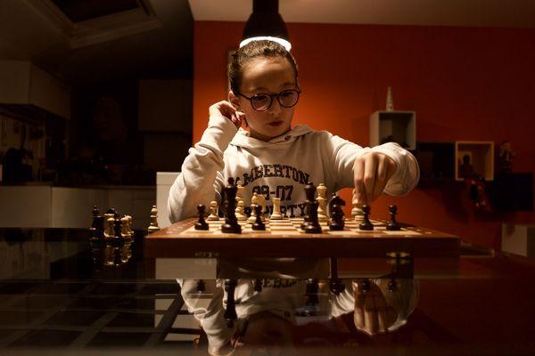 Émilie Alfona, 9 ans, seule représentante française aux championnats d'échec junior