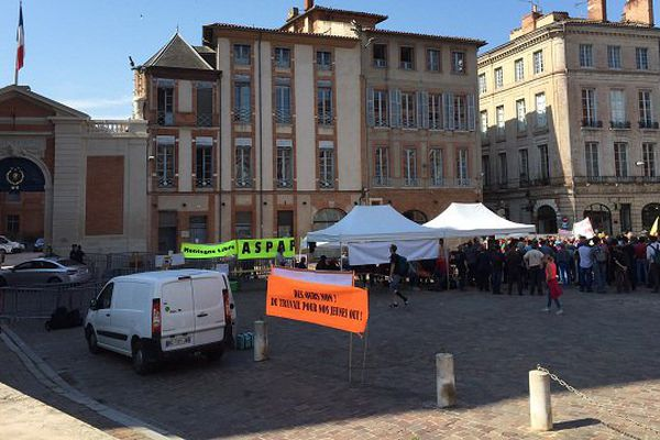 La manifestation des anti-ours, à Toulouse, devant la préfecture