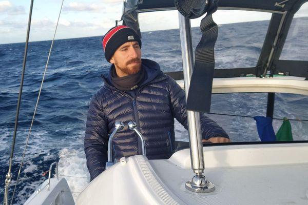 Ivan, à bord du voilier lui permettant de traverser l'océan atlantique.