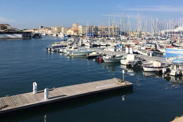 Criée et port de plaisance de Sète dans l'Hérault