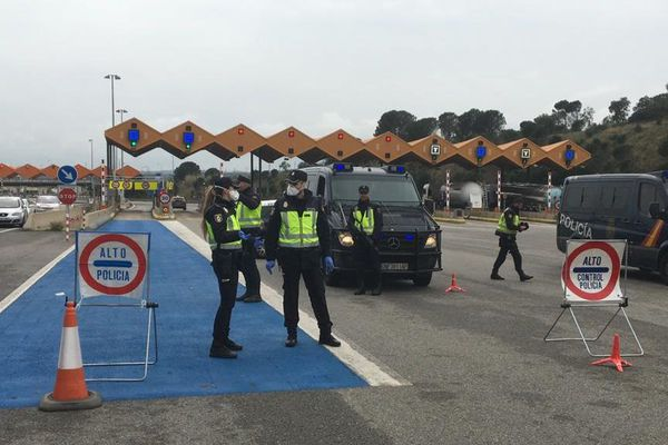 Péage Jonquera - A la frontière espagnole, les forces de l'ordre effectuaient des contrôles stricts pendant le confinement - 17.03.2019