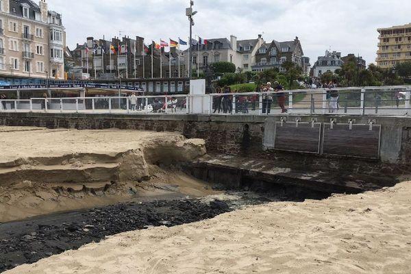 La plage de l'Écluse à Dinard coupée en deux, après les pluies diluviennes