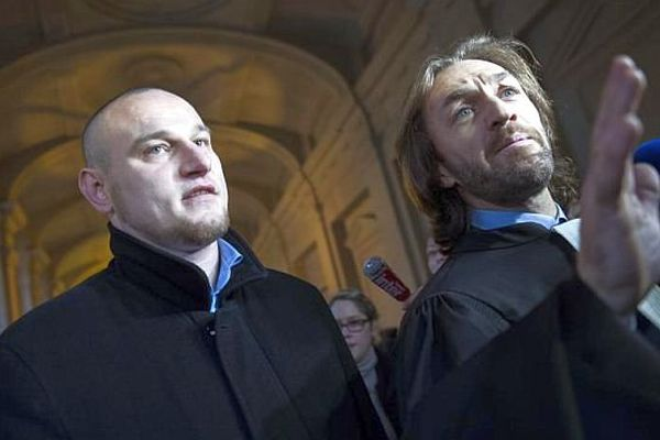 Paris - Marc Machin et son avocat Me Balling, le 17 décembre 2012, jour de l'ouverture de son procès en révision et 3 jours avant son acquittement.