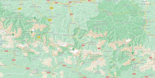 L'essentiel de la population d'ours se situe dans les Pyrénées centrales, de part et d'autre de la frontière franco-espagnole.