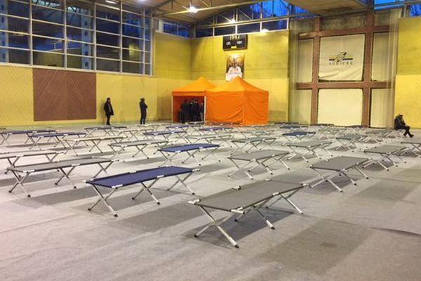 Un gymnase d'Aubière (63) accueille les sans abri chaque nuit