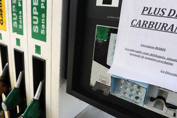 """Crainte sur les achats de carburants, achats de précaution, l'app """"Essence&Co"""" permet de savoir quelle station, a, ou n'a pas, de carburant et à quel prix !"""
