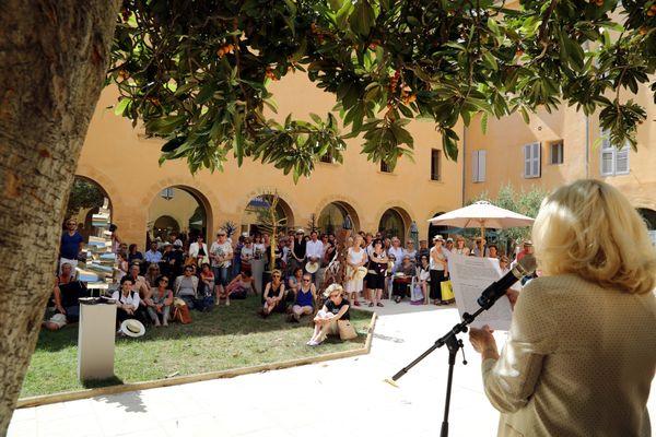 La 14e édition des Flâneries d'Art Contemporain se déroulera du 12 au 13 septembre dans 5 jardins Aixois. Ici l'édition 2014.