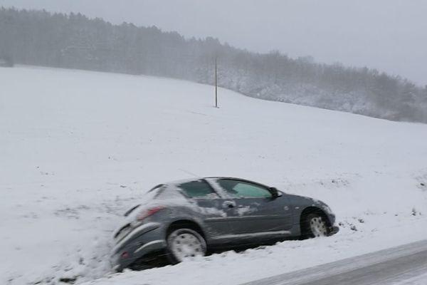 La neige a perturbé la circulation dans le secteur de Saint-Seine-l'Abbaye, en Côte-d'Or