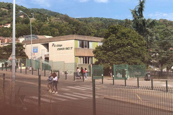 Plusieurs membres du personnel du collège de Tullins, en Isère, ont été isolés après avoir été en contact avec un malade du Covid-19.