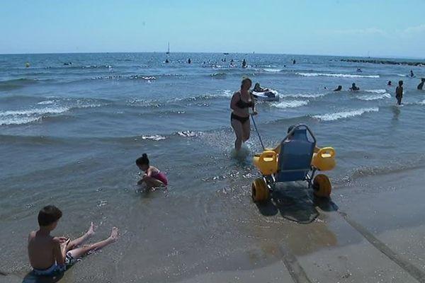 Les handicapés et leurs accompagnés peuvent profiter des vagues de la plage du Boucanet située sur la commune du Grau-du-Roi. C'est la seule plage du Gard qui propose ce service depuis maintenant une quinzaine d'années.