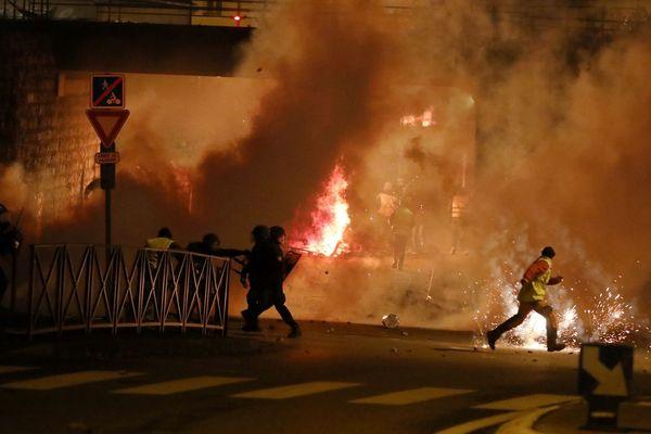 Les affrontements avec les forces de l'ordre ont été particulièrement violents au Pouzin (Ardèche)