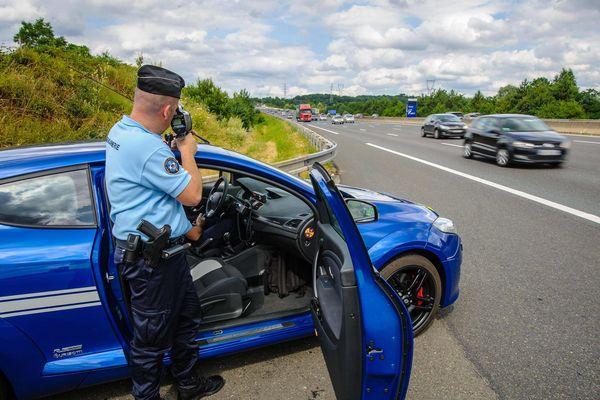210 km/h au volant d'une Porsche sur l'autoroute.