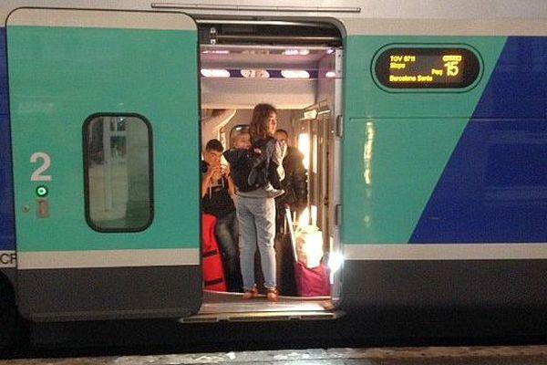 Narbonne (Aude) - un TGV à destination de Gérone bloquée en gare - 12 juin 2015.