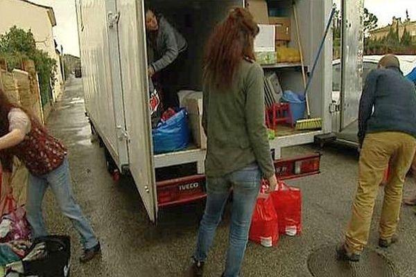 Sallèles-d'Aude (Aude) - le camion rempli de vêtement et de denrées pour les migrants de Calais - 27 février 2016.