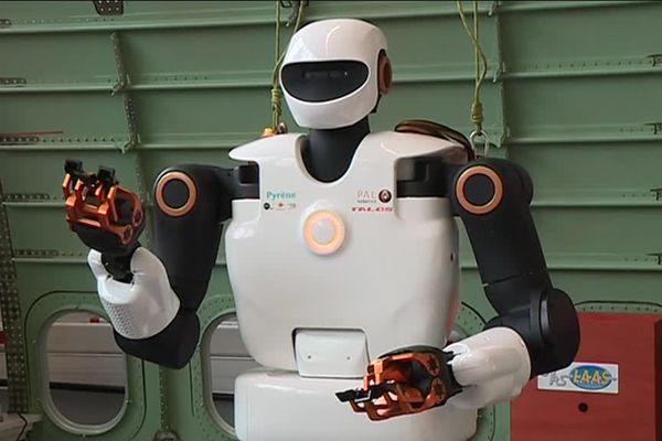Pyrène, le robot humanoïde.